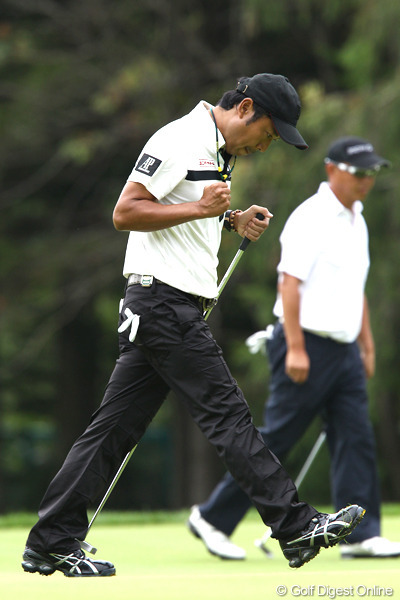 Shingo with the GP putter